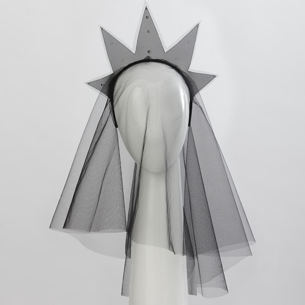 gabrielle_djanogly_rule_headdress