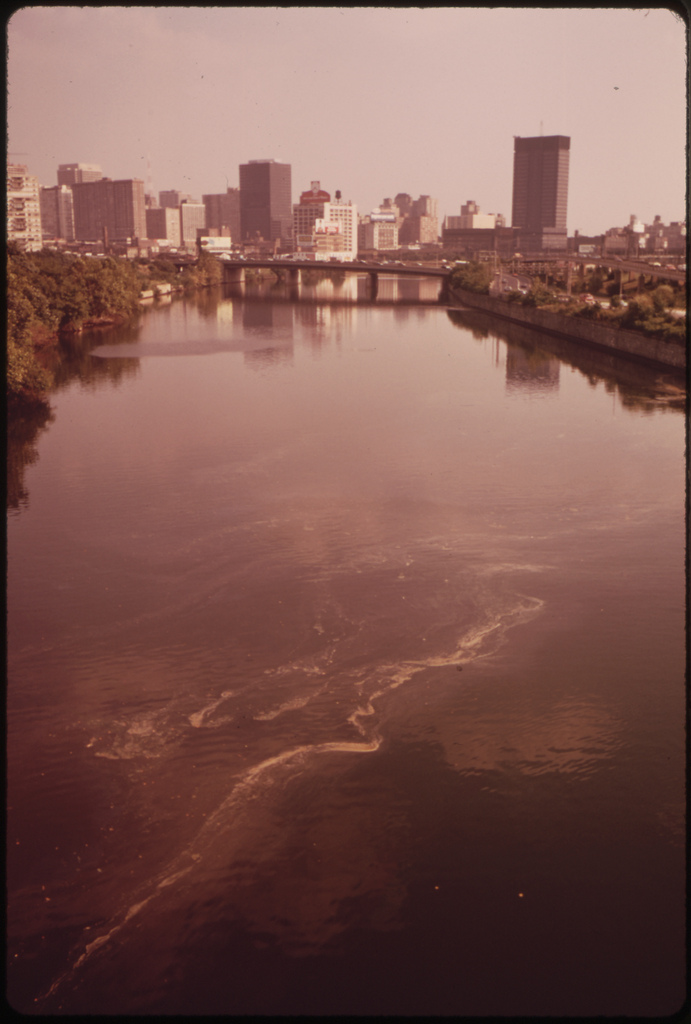 dick_swanson_polluted_schuykill_river_citycenter_background_73