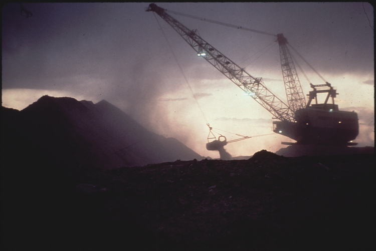 strode_stripmining_on_indian_burial_ground_peabodymining_72